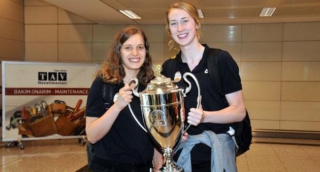 Şampiyonlar Ligi şampiyonu VakıfBank yurda döndü
