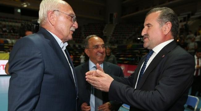 Bakan Bak'tan Fenerbahçe'ye tebrik