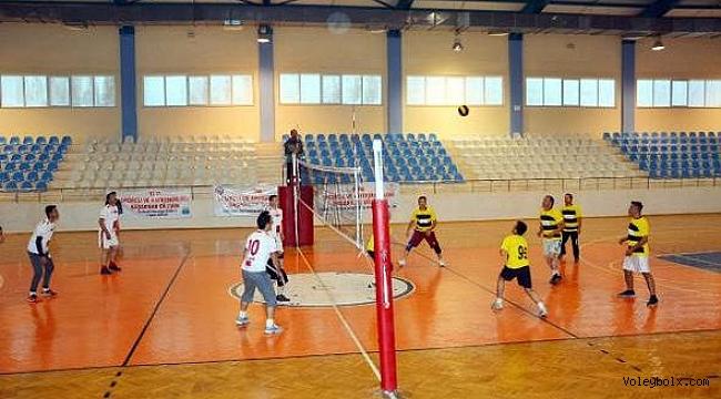 Korkuteli'nde voleybol turnuvası başladı