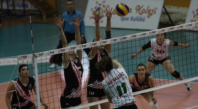 İzmir derbisini Karşıyaka kazandı