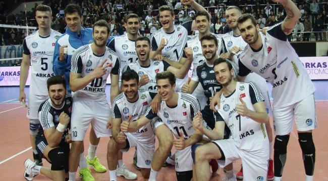 Arkas Spor, Milli Takıma çıkarma yaptı