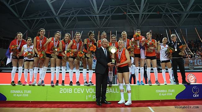 Eczacıbaşı Vitra CEV Cup'ı kazandı