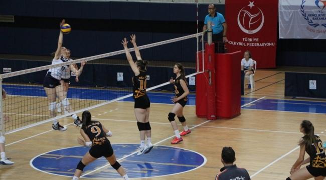 Genç Kızlar Türkiye Şampiyonası'nda Final ve Klasman Karşılaşmaları Başladı