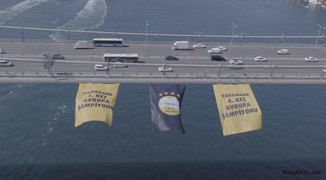 VakıfBank'ın bayrağı köprüde dalgalanıyor