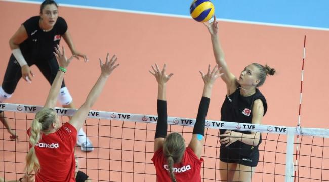 A Bayan Milli Takımımız, Hazırlık Maçı'nda Kanada'yı 3-2 Mağlup Etti