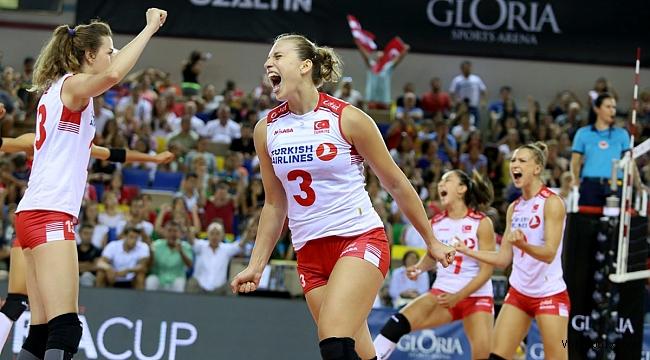 Filenin Sultanları, Gloria Cup Volleyball'da 2'de 2 Yaptı