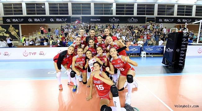 Sultanlar, Gloria Cup Volleyball'a Galibiyetle Başladı