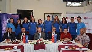Anadolu Üniversitesi Bayan Voleybol Takımı Tanıtıldı