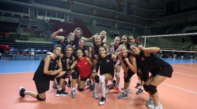 Filenin Sultanları, Dünya Şampiyonası Provasında Sırbistan'ı Mağlup Etti
