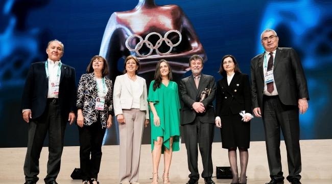 """IOC'un """"Kadınlar ve Spor Dünya Ödülü"""" Eczacıbaşı Spor Kulübü'nün"""