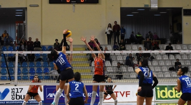 Çanakkale Belediyespor, Halkbank'ı 3-0 yendi