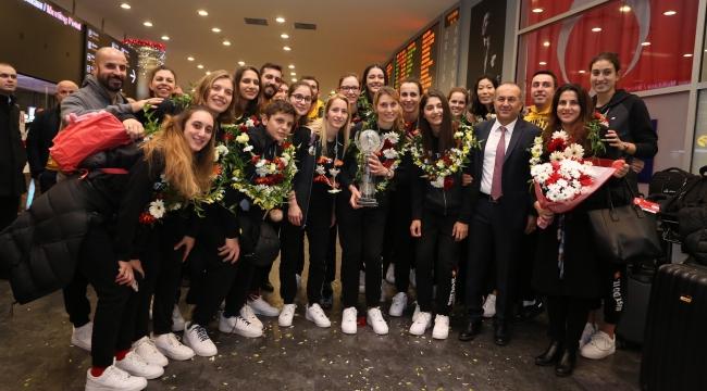 Dünya şampiyonu VakıfBank'a müthiş karşılama