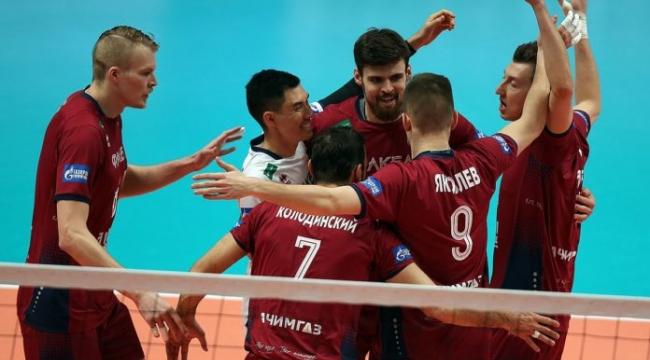 Zenit Kazan, 19. haftada ilk yenilgisini Fakel'den tattı...