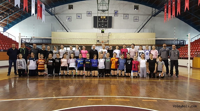 Altyapı Bayan Voleybol Milli Takımları Sporcu Taramaları Uşak ve Kütahya'da Gerçekleştirildi