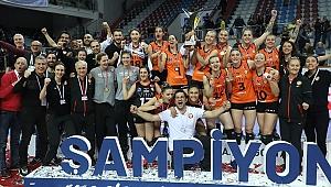 AXA Sigorta Kupa Voley Şampiyonu Eczacıbaşı VitrA