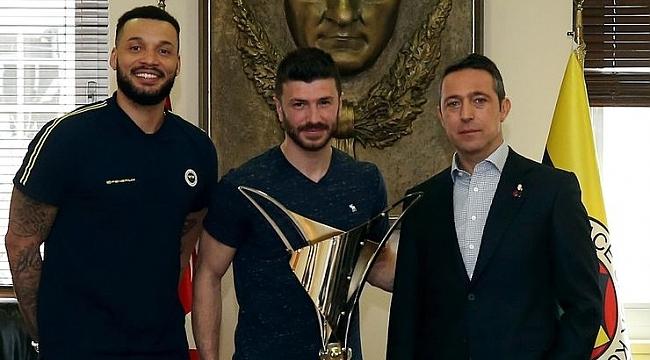 Fenerbahçe'nin şampiyon voleybolcularından Ali Koç'a ziyaret