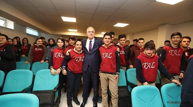 TVF Başkanı Akif Üstündağ, öğrencilerle biraraya geldi