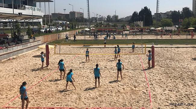 Plaj Voleybolu Akdeniz Şampiyonası Başladı