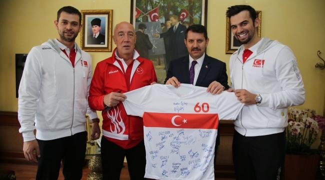 A Erkek Voleybol Milli Takımımız, Sivas Valisi Salih Ayhan'ı Ziyaret Etti