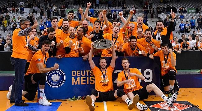 Almanya'da Berlin Recycling Volleys'dan 10. şampiyonluk