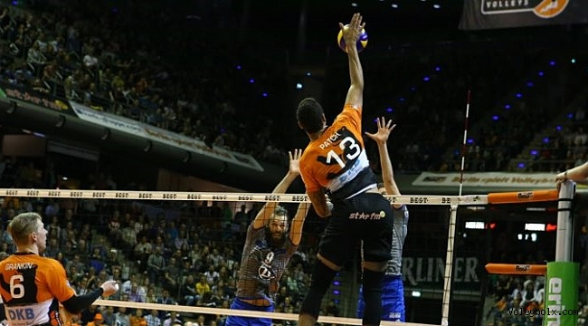 Berlin Recycling Volleys seriyi eşitledi: 2-2