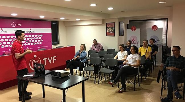 Fabrika Voleybol, İstanbul'da Veli Eğitim Seminerleri Düzenledi