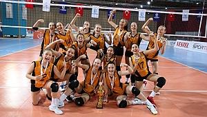 Vakıfbank'ın Midileri Namağlup Türkiye Şampiyonu