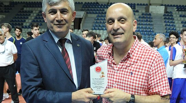 İstanbullu Voleybol Hakem ve Gözlemcilerinden 20.000 kitap bağışı