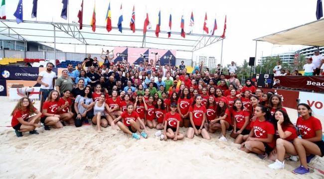 U22 Plaj Voleybolu Avrupa Şampiyonası'nda Kupa ve Madalyalar Sahiplerini Buldu
