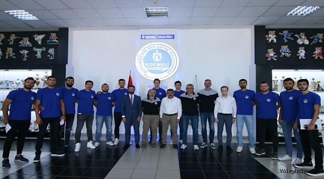 Kocaeli Büyükşehir Kağıtspor'da imzalar atıldı