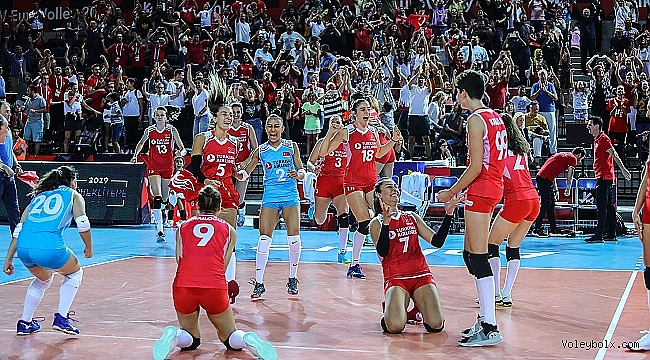 Sultanlar Avrupa Voleybol Şampiyonası'nda Çeyrek Finalde!..