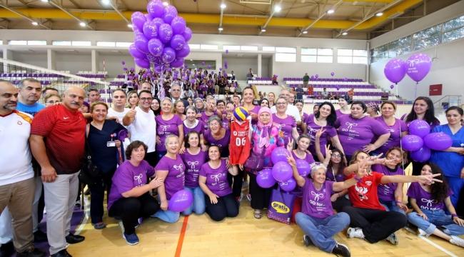 Üstündağ, Dünya Jinekolojik Onkoloji Günü Etkinliklerine Katıldı