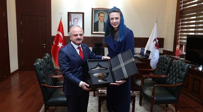 Meryem Boz, Eskişehir Valisi Özdemir Çakacak'ı ziyaret etti