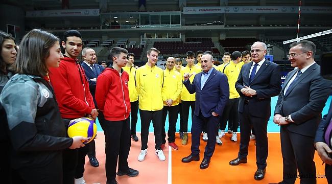 Çavuşoğlu, TVF Başkent Voleybol Kampüsü'nü Ziyaret Etti