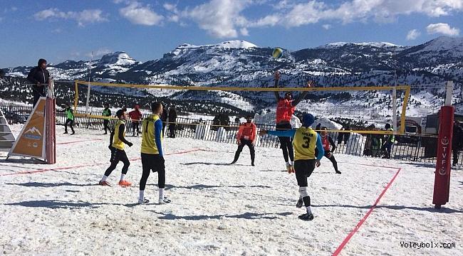 TVF Kar Voleybolu Türkiye Şampiyonası Mersin Toroslar'da Başladı