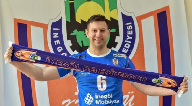 İnegöl Bld.'de. Nikola Gjorgiev imzaladı...