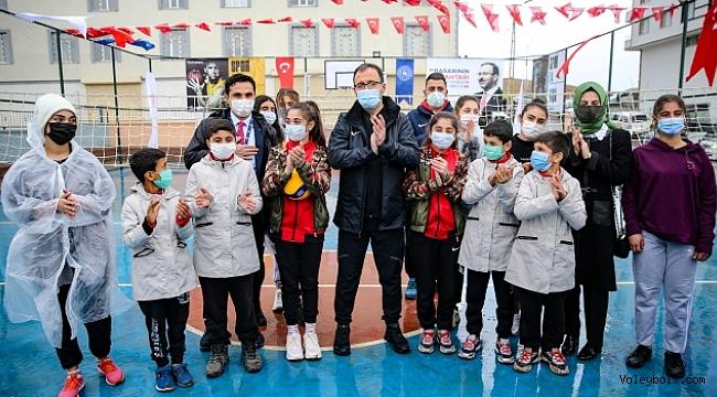 Bakan Kasapoğlu, Siirtli çocuklarla voleybol oynadı
