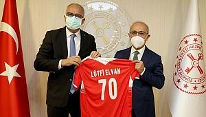 Üstündağ, Maliye ve Hazine Bakanı Lütfi Elvan'ı Ziyaret Etti