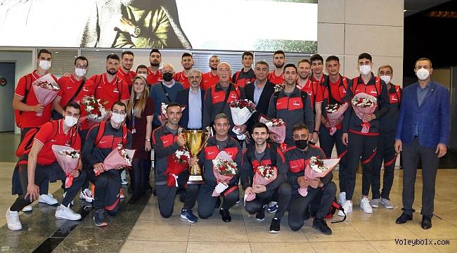 Avrupa Altın Ligi Şampiyonu Filenin Efeleri Coşkuyla Karşılandı