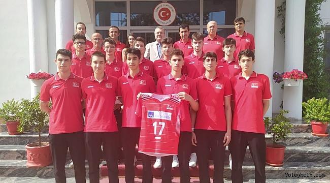 Tiran Büyükelçisi Murat Ahmet Yörük, U17 Erkek Milli Takımımızı makamında ağırladı