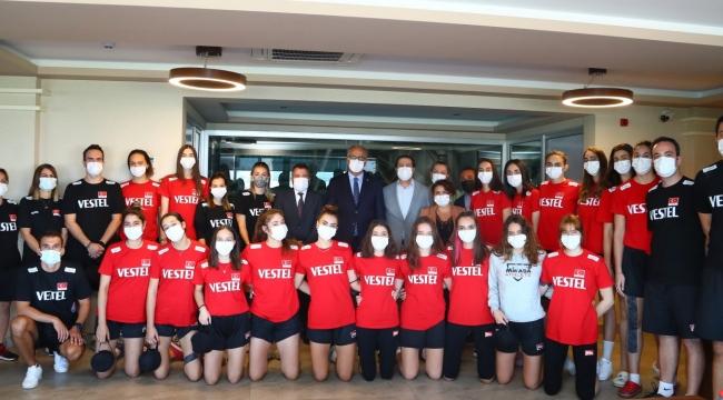 İşbir Yatak'tan U18 Kız Milli Takımımıza Moral Ziyareti