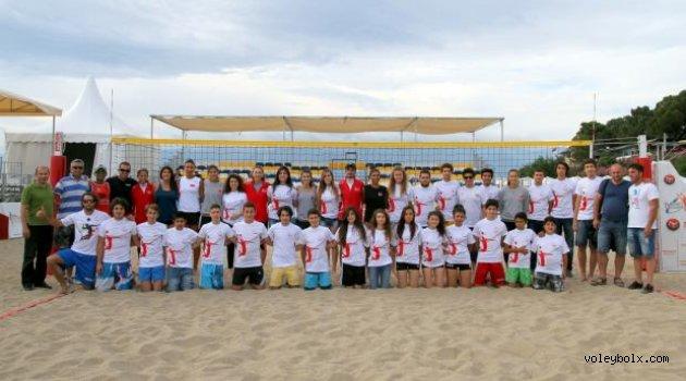 Burhaniyeli gençlere plaj voleybolu semineri