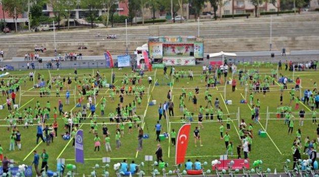 Bursa Atatürk Stadyumu'nda 600 Çocukla Mini Voleybol Şenliği