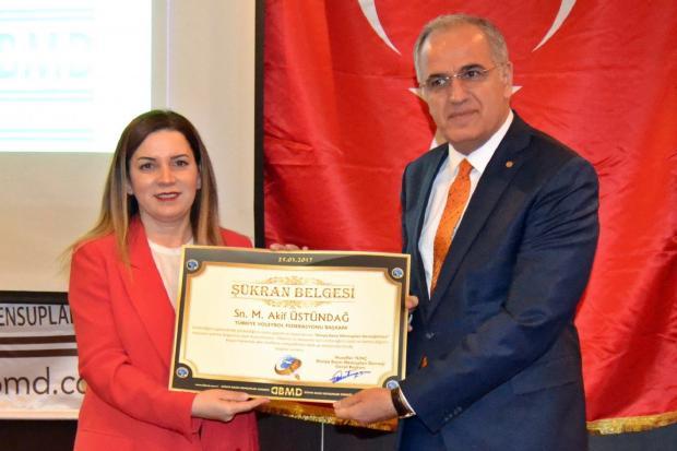 Dünya Basın Mensupları Derneği'nden Üstündağ'a Başarı Ödülü