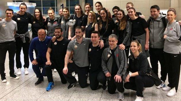 Şampiyon Vakıfbank'ı kimse karşılamadı!