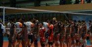 İran'da yarı final serisi başladı