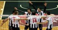 Beşiktaş İstanbul BBSK'yı 3 Sette Geçti
