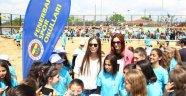 Eda ve Polen'den spor okullarına ziyaret