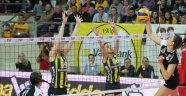 Fenerbahçe, VakıfBank'a set vermedi ve 3'te 3 yaptı