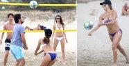 Ibiza tatilinde plaj voleybolu oynadı...